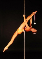 Pole dance-Akrobacie na tyči